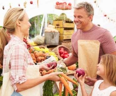 Na co zwracać uwagę kupując warzywa i owoce?